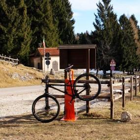 Colonnina Biketron Power ricarica e ripara ebikes